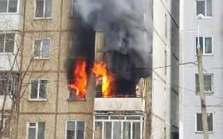 «Ему кричали: «Прыгай!» В Перми пожарные долго не могли подобраться к пожару в 9-этажке из-за забора и припаркованных авто