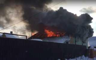 В Пермском крае мужчина выскочил из горящего дома босиком