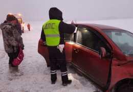 «Иномарка врезалась в грузовик». На трассе Пермь – Екатеринбург попали в аварию десятилетняя девочка и ее мать